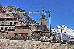 Rongbuk Kloster mit Mt. Everest